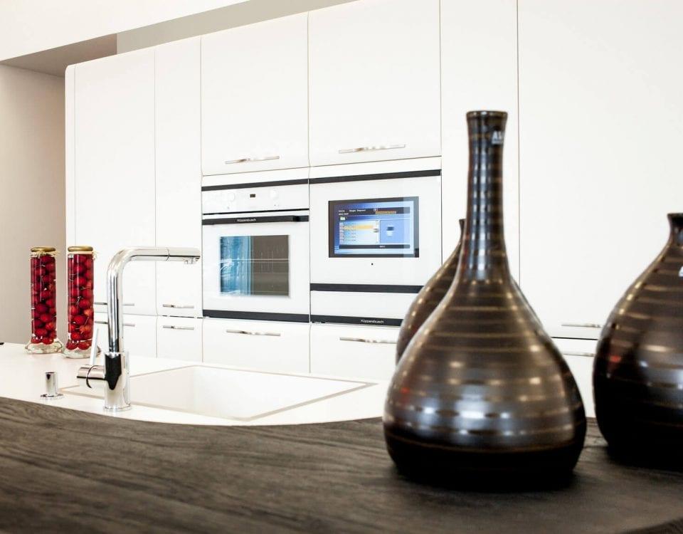 Дизайнерский телевизор burg&glass на кухне