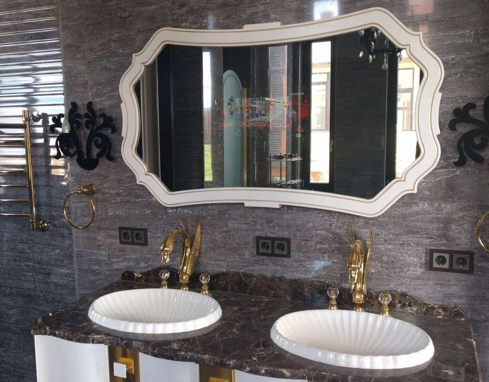 Дизайнерский влагозащищенный телевизор в ванной комнате