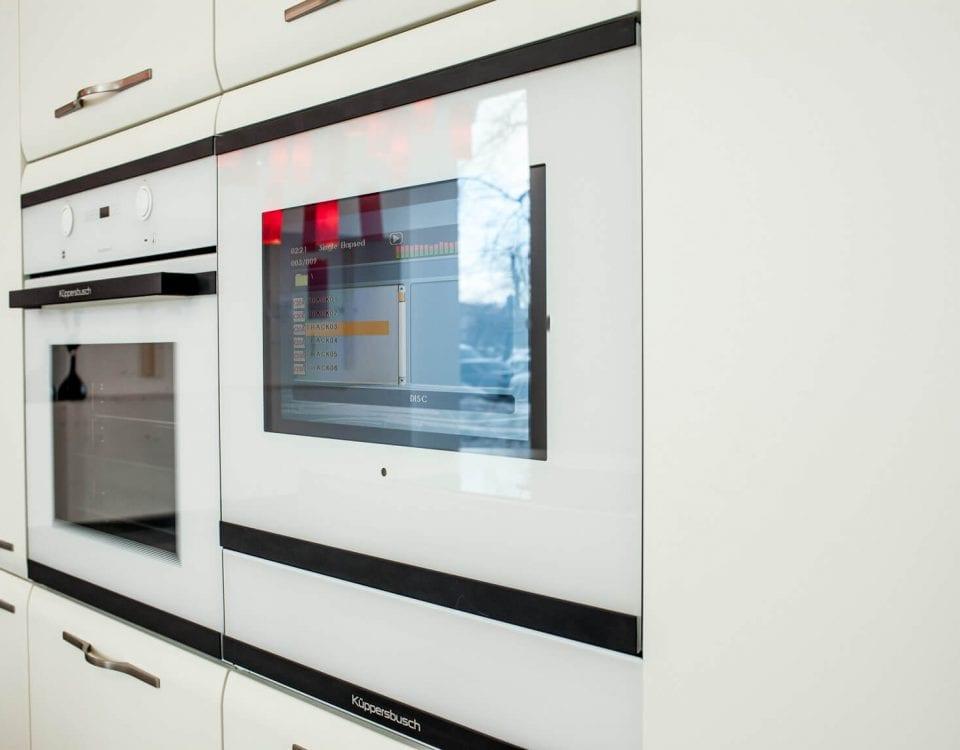 Телевизор Burg&glass встроенный в дверцу кухни