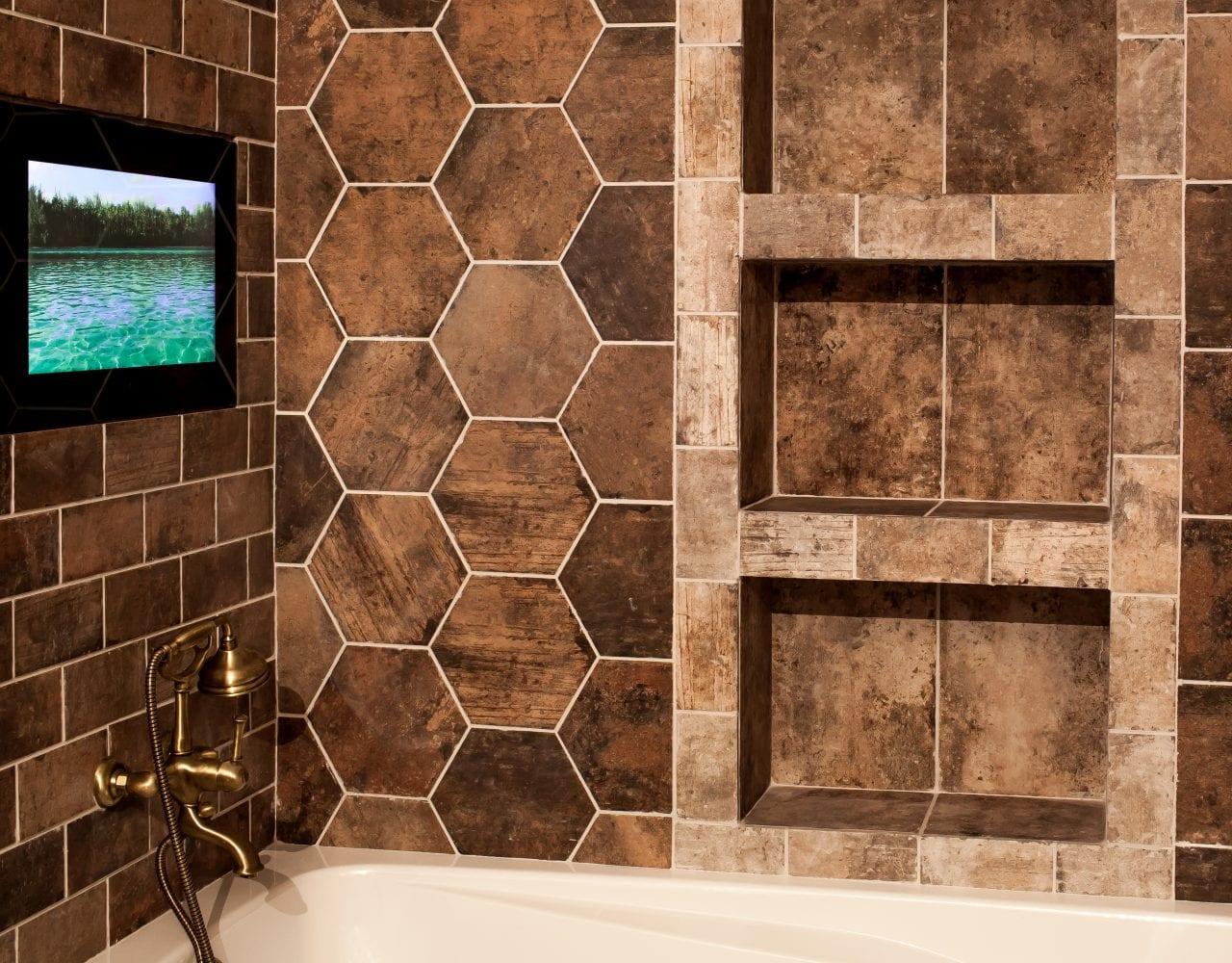 Влагостойкий дизайнерский телевизор в черном стекле для ванной комнаты