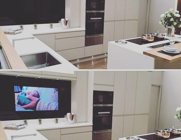 Как вам решение телевизор-встройка IMAGE 55 на кухне?! Идеально, гармонично, красиво и что важно очень функционально! Картинка качества 4К и неограниченные технические возможности- это то что должно быть в шикарном интерьере