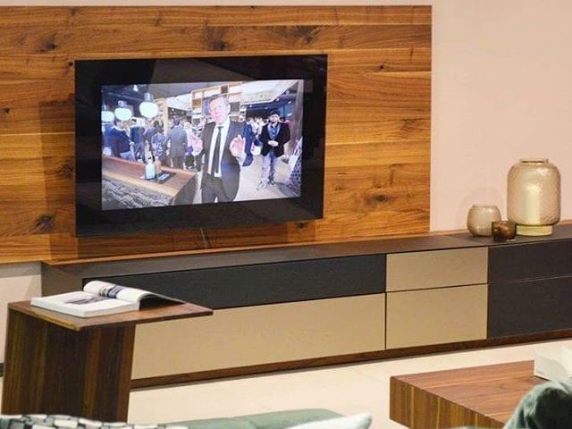 Шикарное и гармоничное дополнение к мебеле - телевизор Burg&Glass 48 дюймов