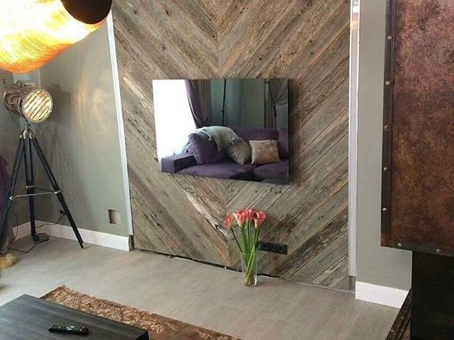 """Телевизор- зеркало Burg&Glass 40"""" дома у прекрасных @volkovihome и @karpovandrey 😊 Шикарный интерьер был реализован передачей @iremont"""