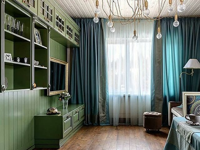 Общий вид гостиной с телевизором Burg&Glass
