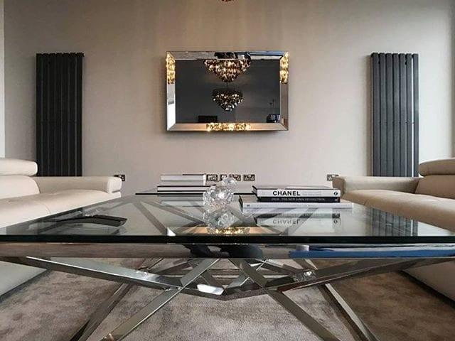 Шикарный интерьер с шикарным телевизором-зеркало 55 дюймов в зеркальном багете