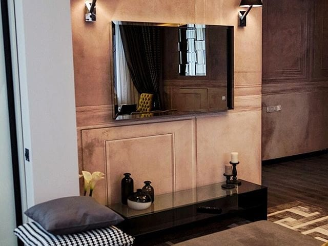Архитектор Мария Иванова-Кожевникова @miamariakozhevnikova_ создала шикарный интерьер в стиле Арт-Деко и украсила его телевизором Burg&Glass 50 дюймов