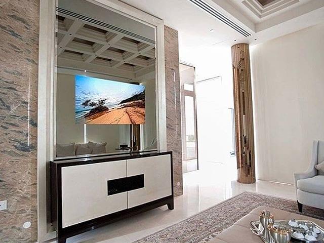 Будущее телевизора- это его гармония с интерьером