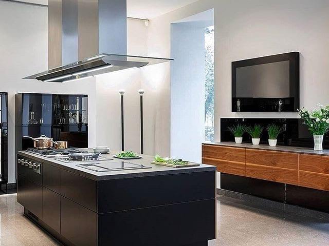 Ваша идеальная кухня должна быть безупречна во всем!  Телевизор Burg&Glass 49 4К в черном стекле идеален для кухни!  Украшение и дополнение интерьера