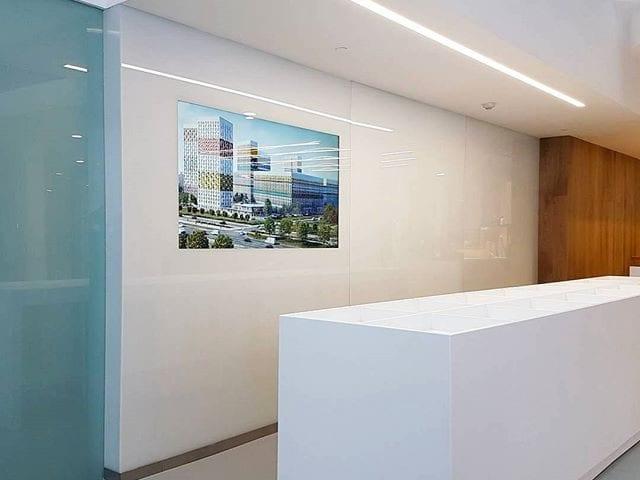 """Центральный офис компании """"ПИК"""" @gkpik Решение Burg&Glass: белая стена с диагональю 75 дюйма"""