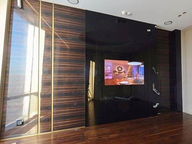 Квартира в Москве созданная талантливым архитектором Алексеем Николашиным @slproject_architectural_bureau (ТОП 100 России по версии ADRussia) _________________ В квартире установленно 5 решений Burg&Glass в черном стекле от пола до потолка