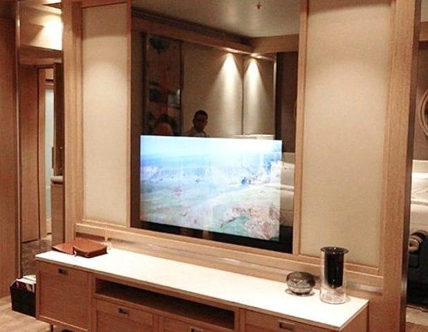 """Гостиная с зеркалом- телевизор Burg&Glass 55"""""""