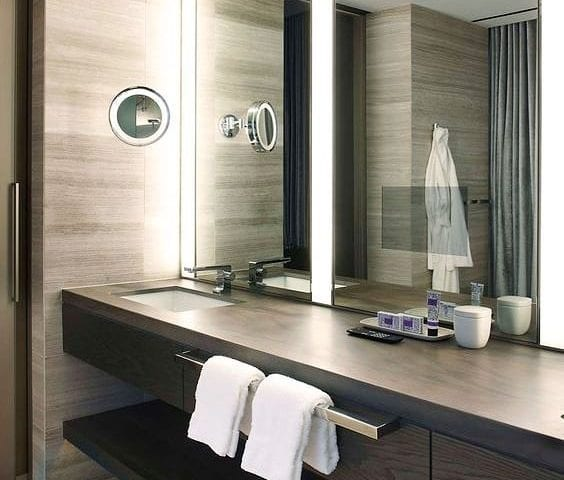 Сколько времени мы проводим в ванной комнате?! ____________________ Скажем в среднем: + 15 минут в день для принятия процедур - душ, умыться, зубы почистить