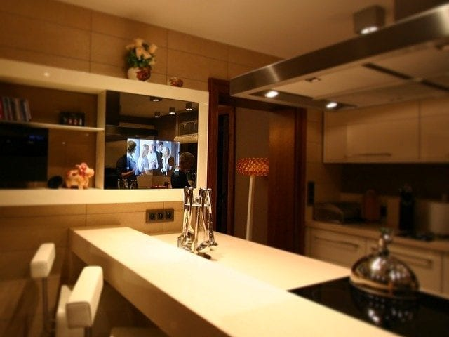 Кухня- место где должен быть телевизор, но к сожалению порой его негде установить