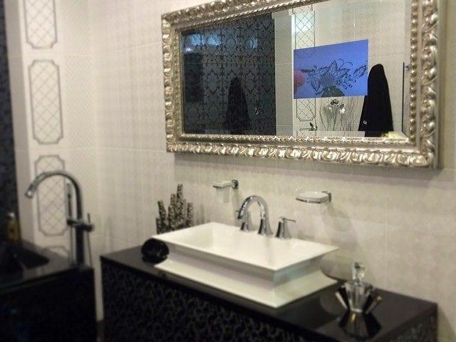 """Телевизор IMAGE в ванной - это очень удобно и красиво! На фото: IMAGE 15"""" в """"хрустальном зеркале"""" с фасетом"""