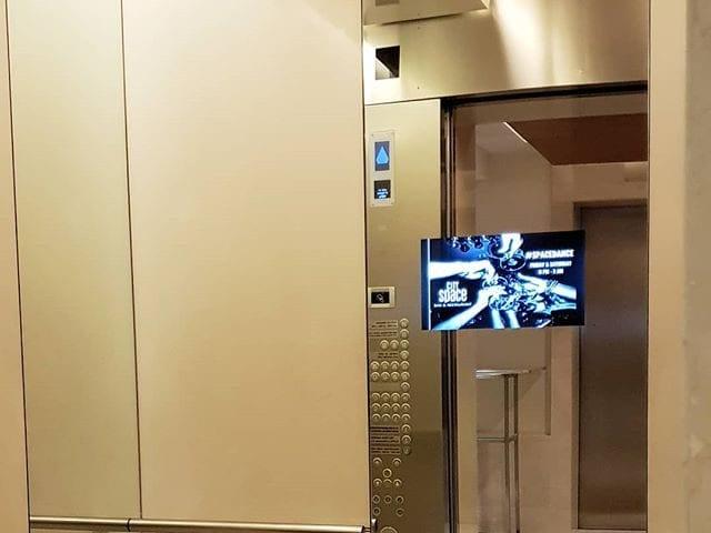 влагозащищенный телевизор для ванной комнаты