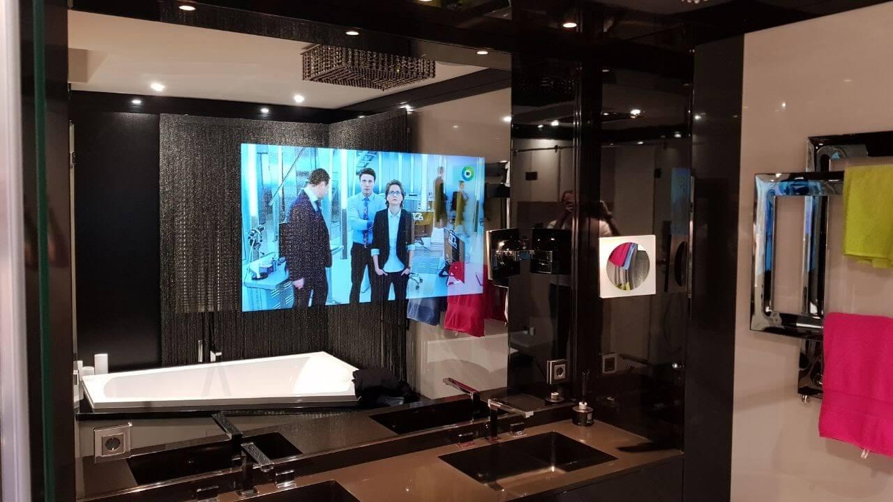 Невероятная технологическая реальность: телевизор в зеркале