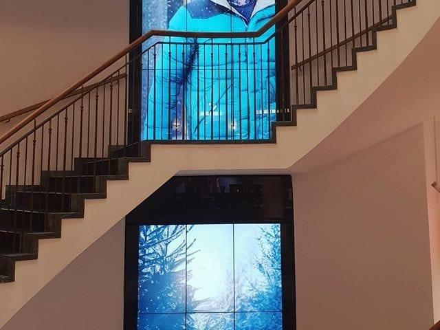 Hirmer - это пятиэтажный магазин мужской одежды в Мюнхене