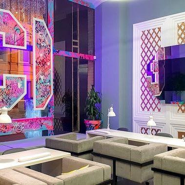 Burg & Glass - решения для бизнеса на примере салона красоты @13_girls ⠀ С телевизорами Burg & Glass с волшебным зеркалом клиенты салонов красоты больше не будут задаваться вопросом, как скоротать время