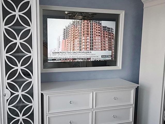 Зеркальный телевизор Burg&Glass 49 дюймов в деревянном багете мы выполнили по индивидуальному проекту