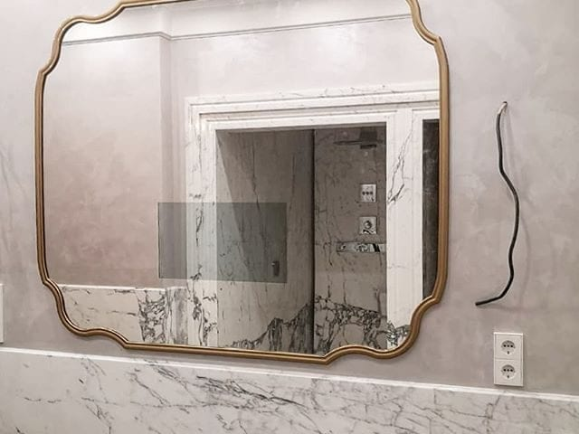 Проект на стадии сдачиНо так хочется уже поделиться с вами этим шикарным зеркалом #BurgGlassНеобычная форма, багет, монтаж в нишу