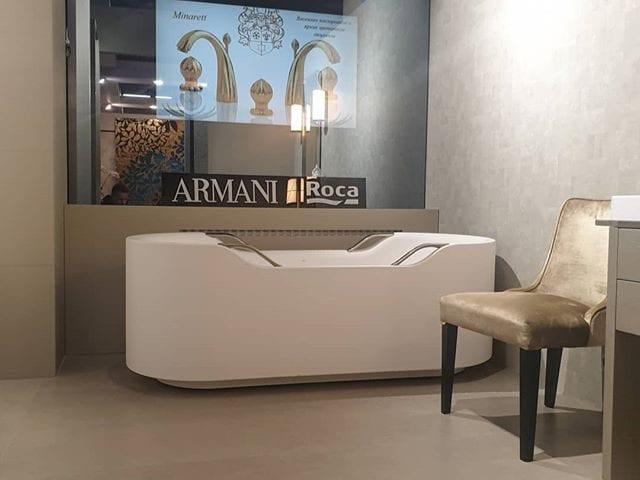 Зеркальный телевизор Burg&Glass в шоу-руме Armani @armani  Совместный бренд Armani/Roca выпустили коллекцию для ванной комнаты - Baia