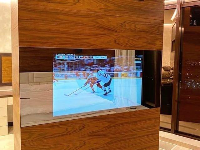 Зеркальный телевизор Burg&Glass 55 дюйма в спальне  Красивый дизайн интерьера должен быть идеален во всем