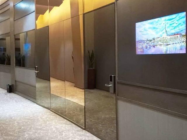 """Зеркальные мониторы Burg&Glass в шикарном @mriya_resort  Перед всеми конференц залами отеля """"Мрия"""" в Крыму установлены зеркальные мониторы 32 дюйма"""