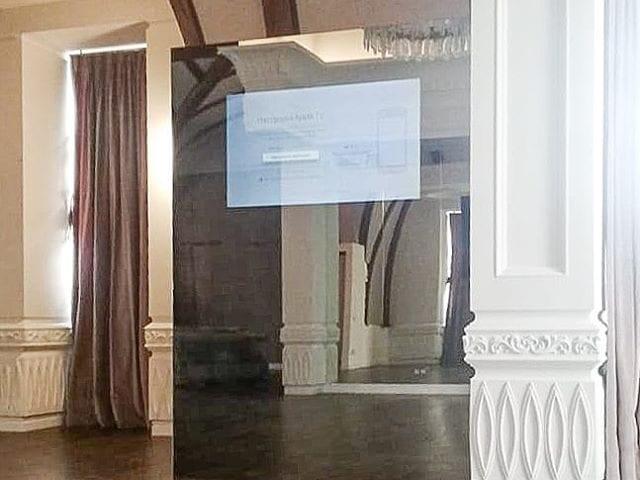 Зеркальный телевизор Burg&Glass  Зал для занятия балетом в частном доме  Отрабатывать все движения глядя в зеркало и параллельно смотреть телевизор