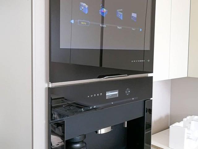 Кухня- это место где тяжело разместить телевизор  Особенно если это небольшая кухня, где должно быть все максимально функционально и рационально  Телевизор #BurgGlass идеальное решения для таких пространств