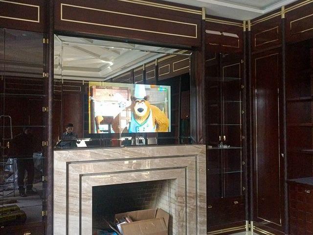 Зеркальный телевизор Burg&Glass над камином  Это #классика Если в дизайн проекте интерьера есть камин, то над ним весит или картина, или зеркало, или телевизор