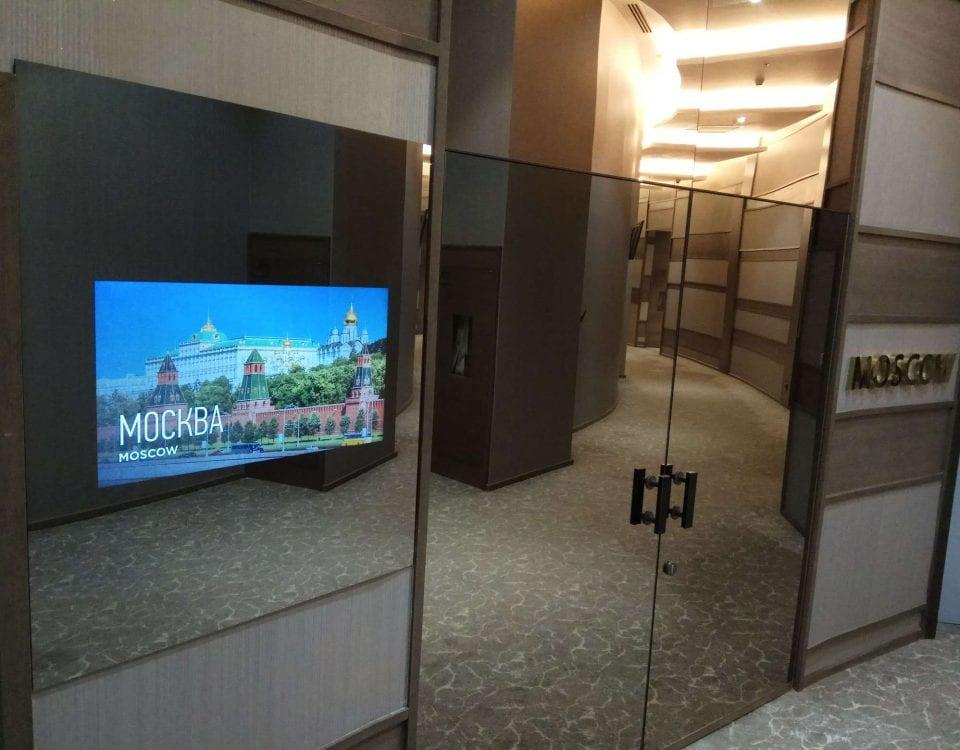 Стильный телевизор в стене офиса