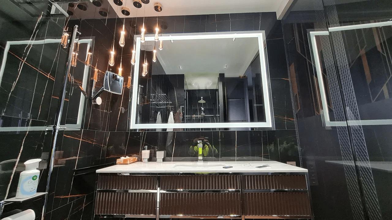 Зеркальные ТВ панели: достоинства, недостатки и варианты монтажа